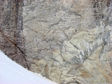 другого типа горной породы основания Кайласа