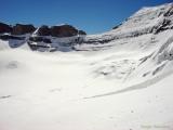 на чашу ледника от места касания Кайласа