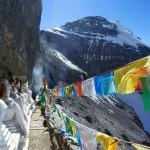 13 ступ в нише Южного Лица Кайласа - самое высокое место паломничества в мире