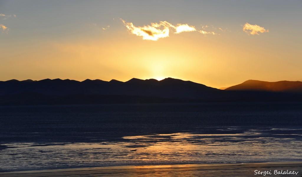 Озеро Манасаровар на рассвете