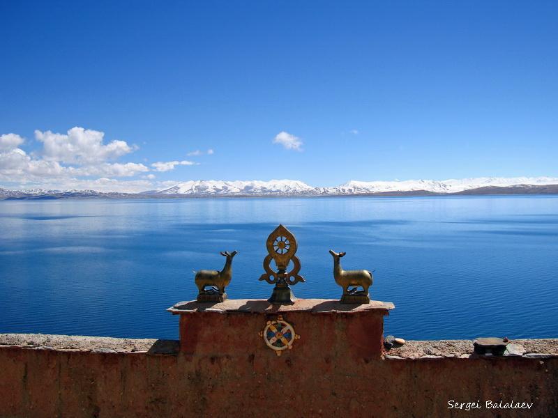 Вид на озеро Манасаровар от монастыря Госсул