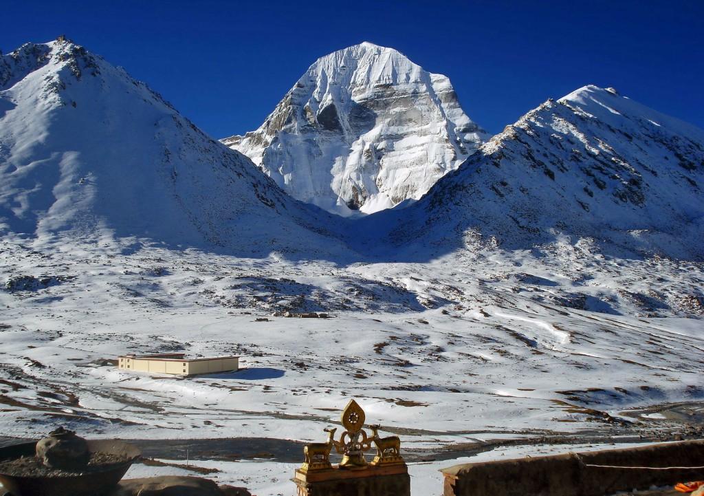Кайлас в обрамлении гор Ваджрапани и Ченрези_resize