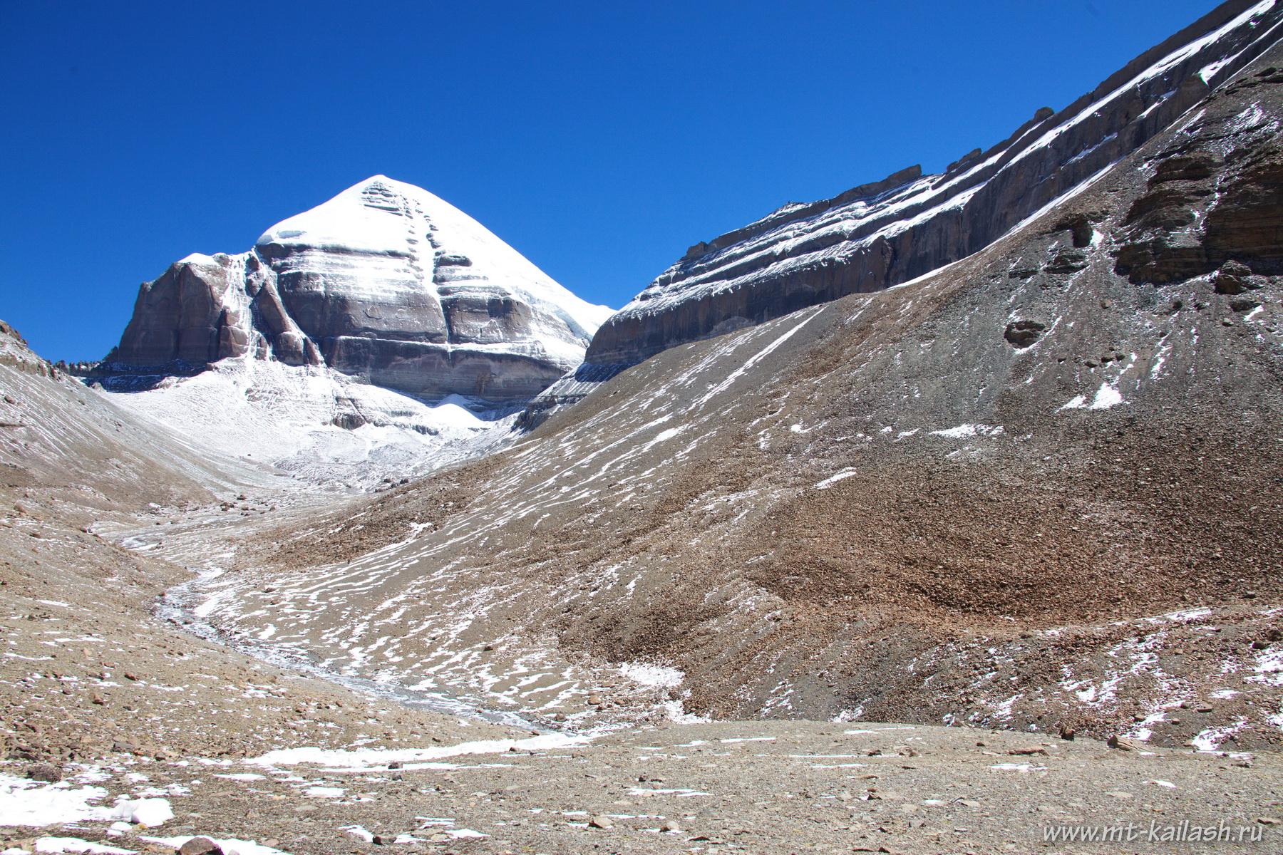 Кайлас и западная грань горы Нанди